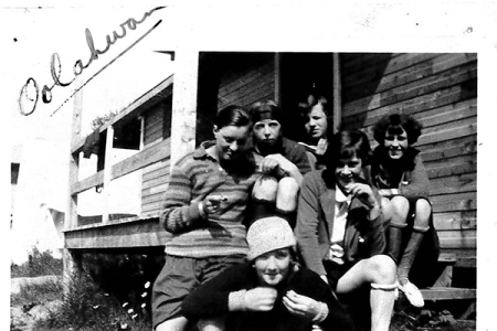 circa-1920s-or-30s-group-picture