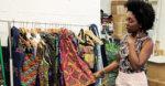 Créatrice mode Deborah Cherenfant dans son atelier